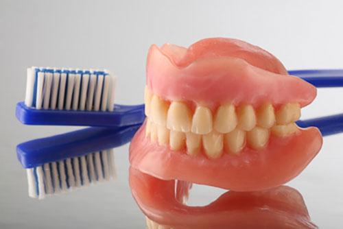 義歯は、長い付き合いになるとの心構えが必要です